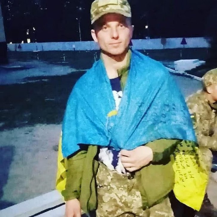 У вбитого вчора снайпером 22-річного морпіха залишилася дівчина і новонароджений син_1