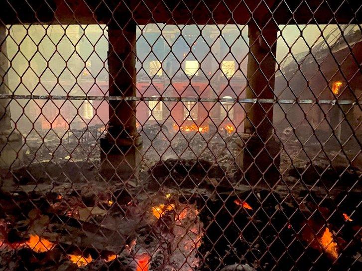У Кейптауні вщент згоріла унікальна бібліотека_2
