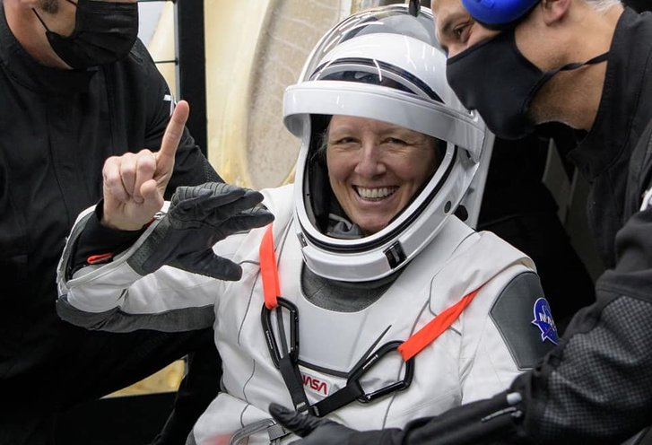 Астронавти місії Crew-1 успішно повернулися на Землю_1