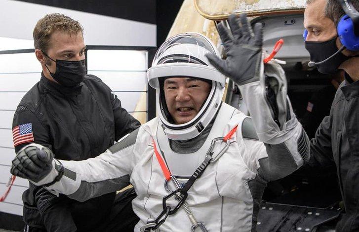Астронавти місії Crew-1 успішно повернулися на Землю_4