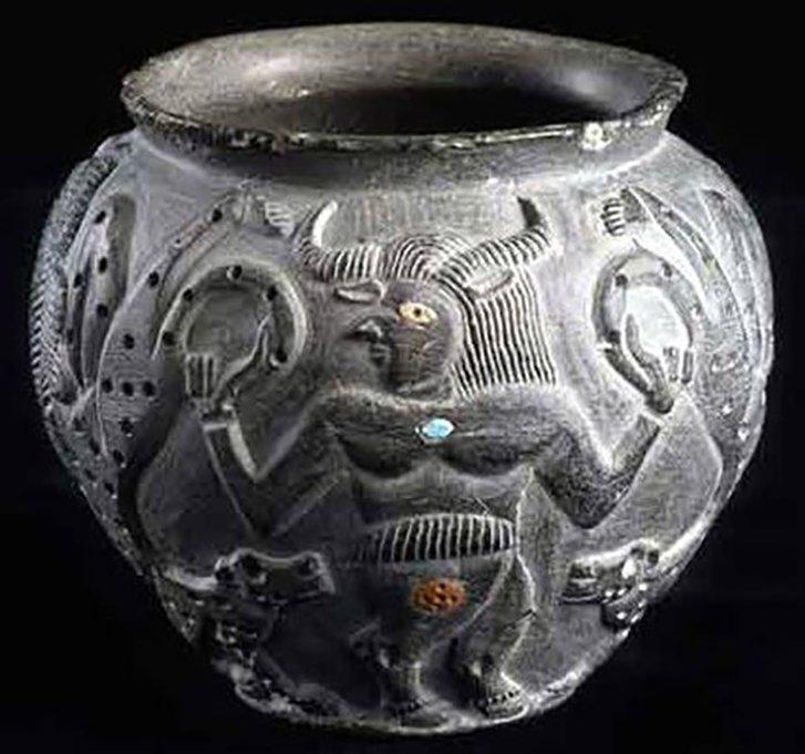 Зображення на предметах перегукуються з сюжетами аккадских міфів.