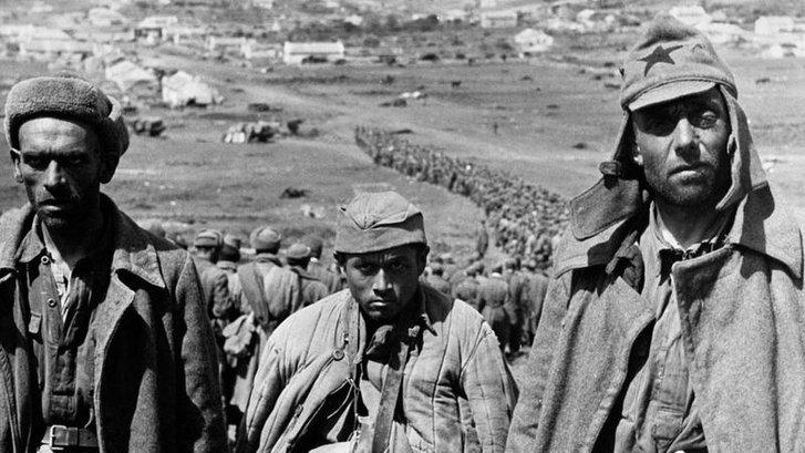 Гітлерівські війська захопили майже увесь Крим восени 1941 року, у полон потрапили десятки тисяч радянських солдатів. До 1944 року півострів контролювали нацисти.