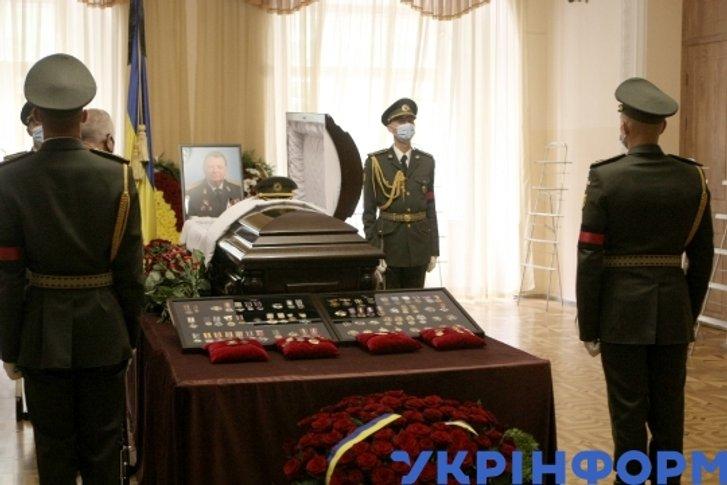 Роздуми під час прощання з генералом Віктором Гвоздем_2