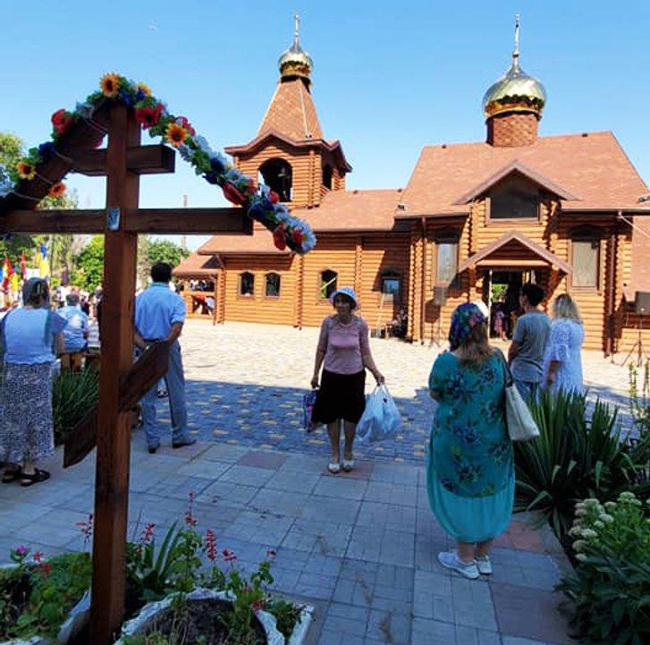 Перший український храм освятили у Нікополі_1