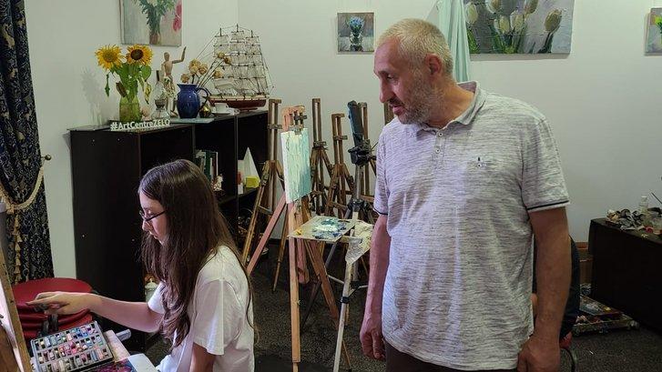 Ігор Андрюхін в художній студії Арт-центру ZELO