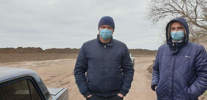 Юрій Дейнега та його партнер на незаконному карєрі в Чутівському районі