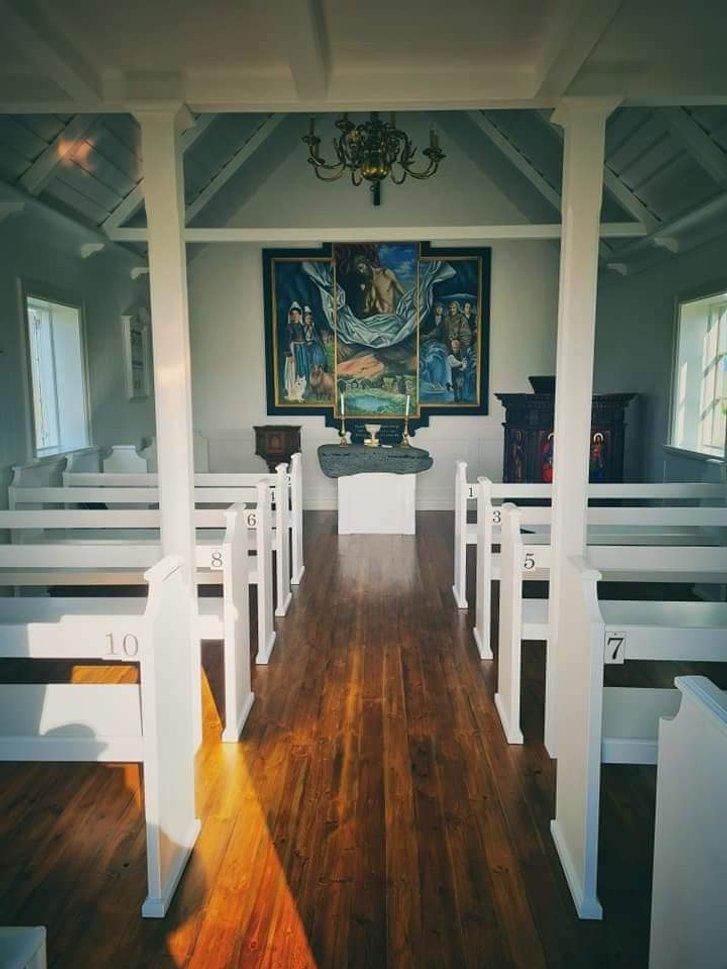 Український художник оздобив в Ісландії церкву_9