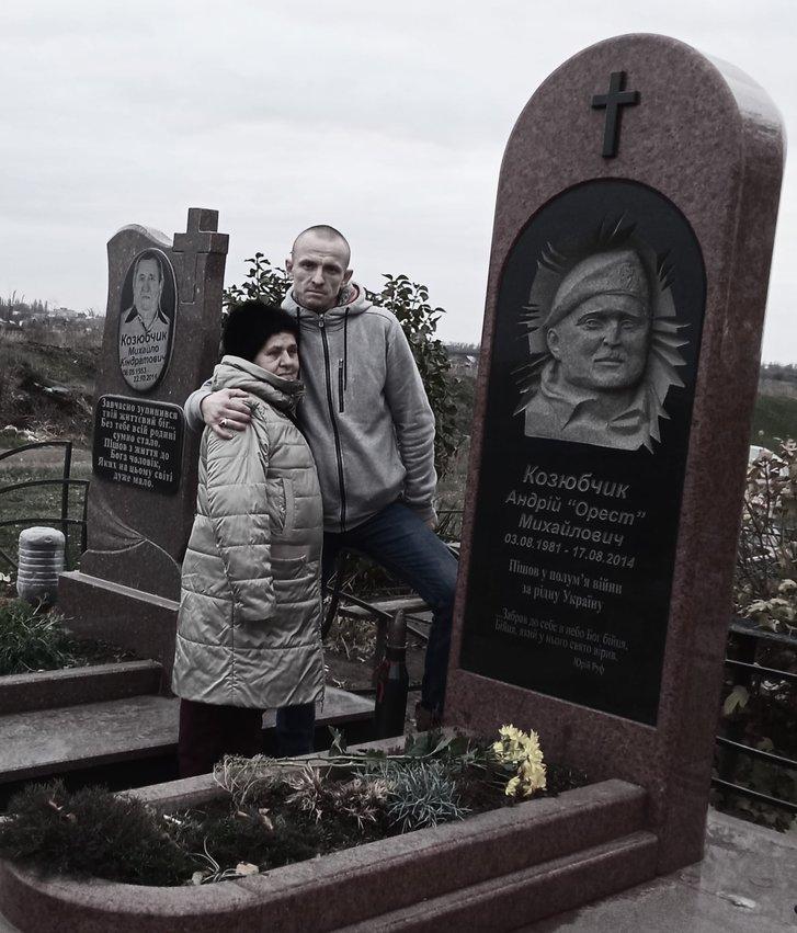 Мама співзасновника Правого сектору Ореста: В політику його привели воїни УПА, а до віри – сусідка_3