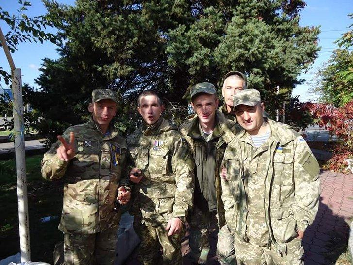 В'ячеслав Пітько (перший ліворуч)
