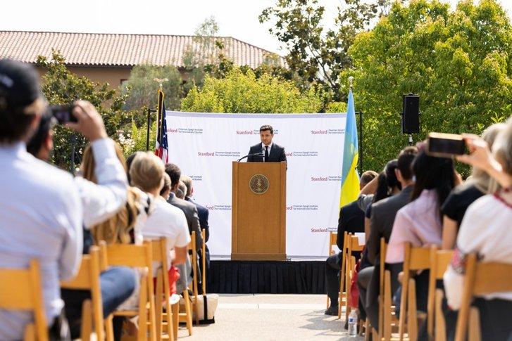 Володимир Зеленський виступає у Стенфорді, Каліфорнія