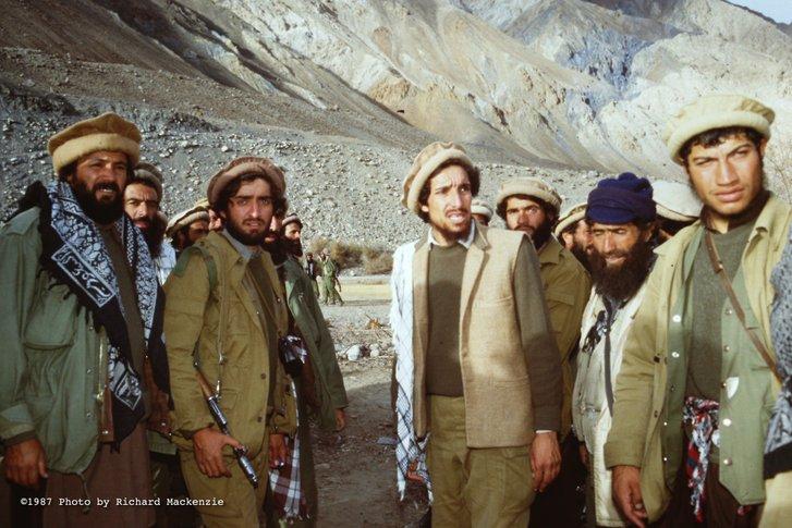 Ахмад Шах на чолі свого загону у горах Гіндукушу (весна 1987-го)