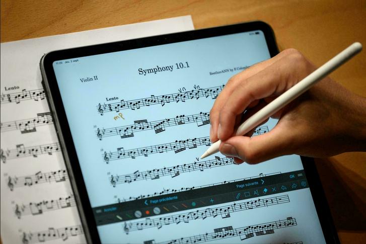 Нейромережа дописала симфонію за кілька годин до початку концерту оркестру Nexus у Лозанні.