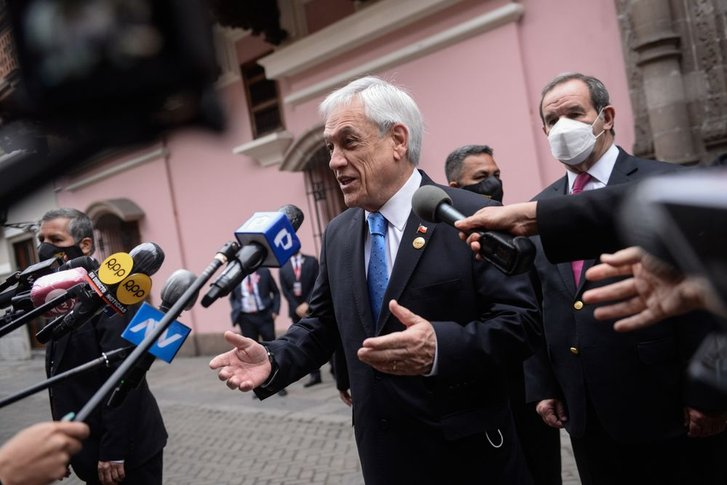 Чилійський президент відповідає на питання журналістів щодо наявності у нього офшорів
