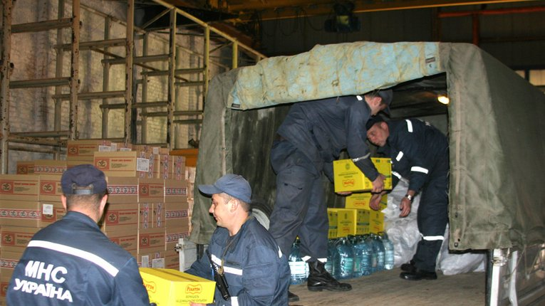 Полтавські рятувальники відвезли 5,5 тонн гуманітарної допомоги піротехнікам та військовим на Донбас