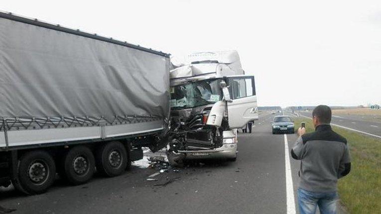 Вантажівки з німецькою гуманітаркою потрапили в ДТП на Волині