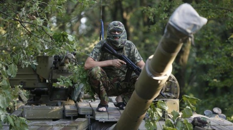 Тимчук: Бойовики за добу атакували позиції сил АТО з артилерії та танків понад 50 разів