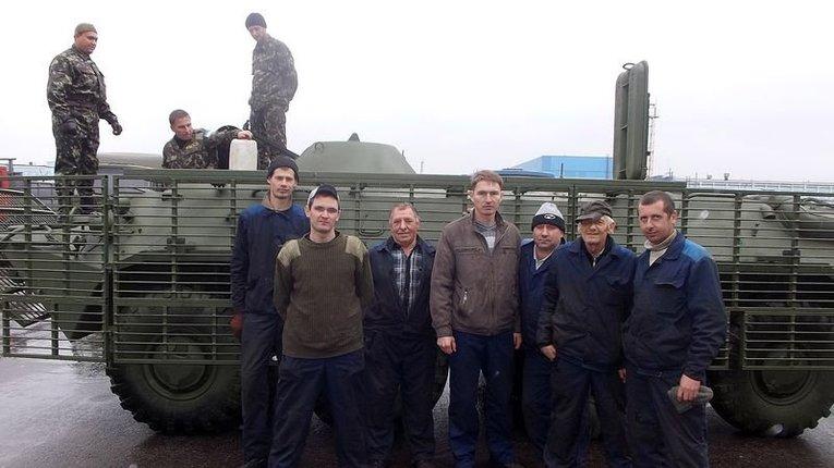 На Кременчуцькому заводі «Кредмаш» полагодили та відправили на схід три БТРи