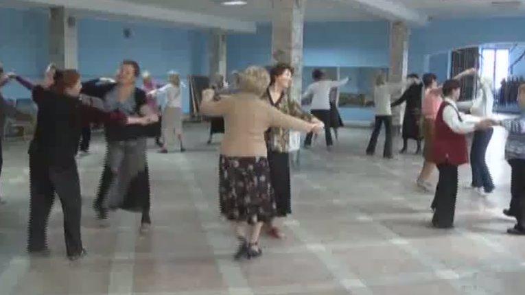 Полтавські бабусі танцюють кадриль
