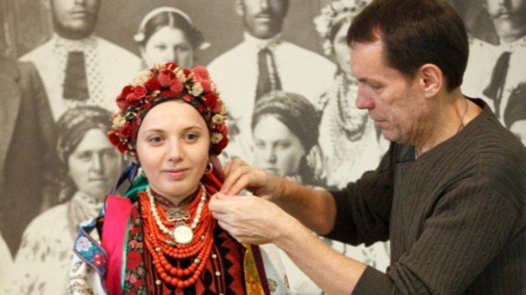 Відеогід про традиційний жіночий одяг Полтавщини випустив музей Гончара