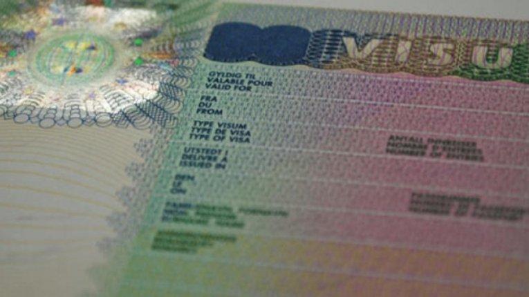 ЄС не визнає видані в Криму російські закордонні паспорти і відправляє за візами в Київ