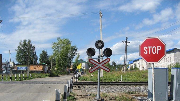 Залізничники скаржаться на полтавських водіїв – шмигають під шлагбаумами