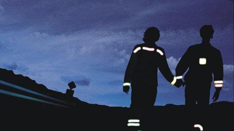ДАІшники  рекомендує пішоходам носити одяг з елементами, які відбивають світло