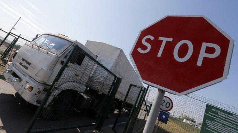 Четвертий російський гумконвой уже перетнув український кордон та рухається Луганською областю