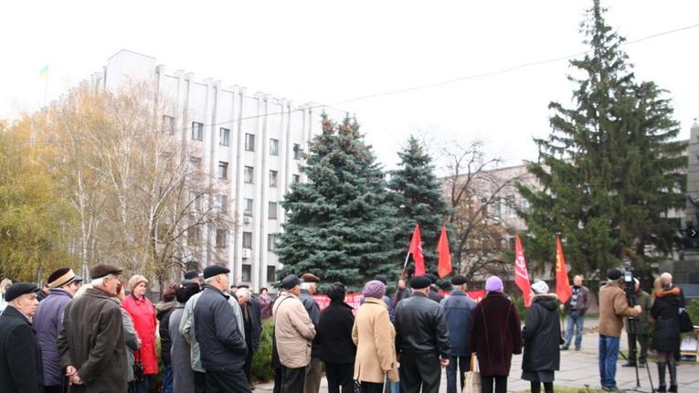 Полтавські комуністи відмовились від публічного святкування Революції. Купка в Кременчуці помітингувала