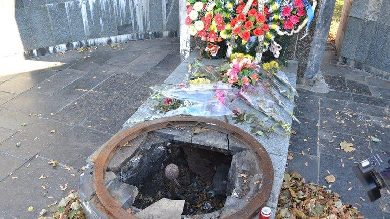 У Гадячі невідомі вкрали декоративне обрамлення Вічного вогню з пам'ятника «Слави»