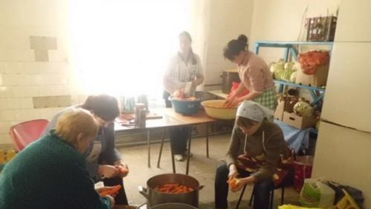 Із Гадяччини активісти передали в зону АТО буржуйки, овочеві заготовки та теплі речі