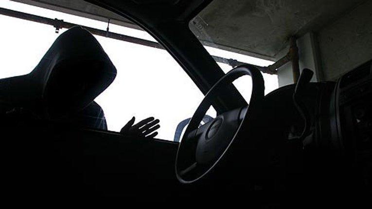 У Кременчуці жінка «подарувала» невідомому автомобіль, а чоловік заплатив за машину, так і не отримавши її