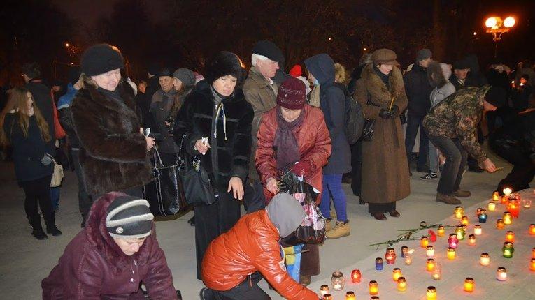 Полтавці запалили свічки у пам'ять про жертв Голодомору