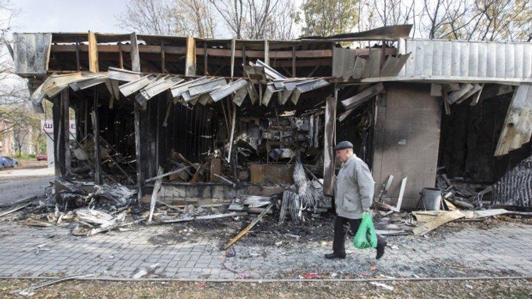 У Донецьку снаряд влучив у автобус. Загинуло 2 людей, 8 – поранені