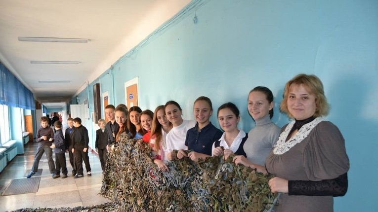 Масксітки для БТР в Полтавських школах уже плетуть не тільки на трудах але і малюванні та музиці