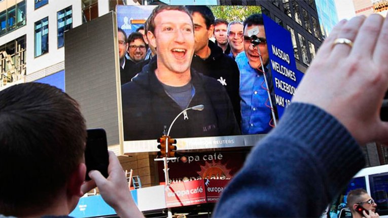 FACEBOOK звинуватили в прослуховуванні розмови через смартфони