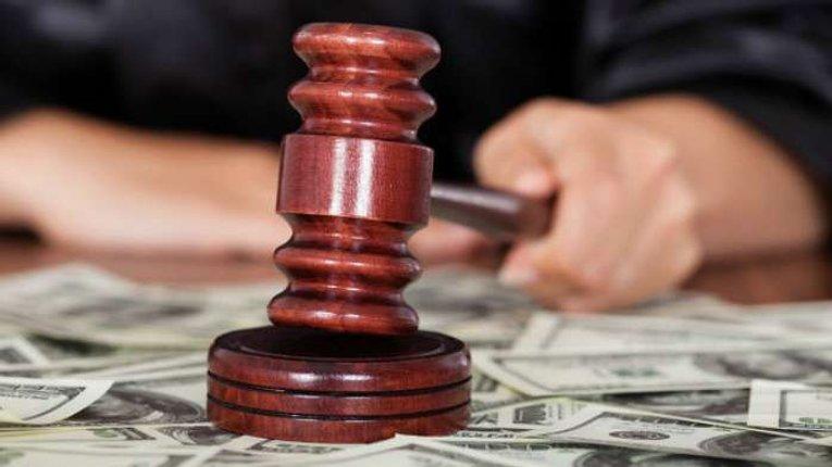 Нові зарплати суддів в 200 разів вищі за мінімальні – Пинзеник