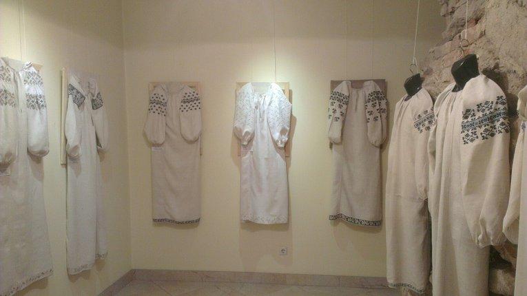 Унікальну виставку вишиванок презентували в Полтаві
