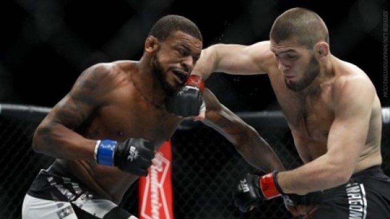 Російський боєць Нурмагомедов переміг американця Джонсона на турнірі UFC