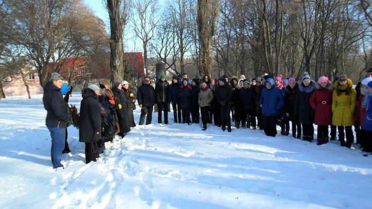 Полтавські школярі вшанували пам'ять Панаса Мирного
