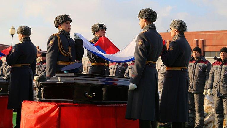 Росія на 25 млн закупила прапорів для поховань військових