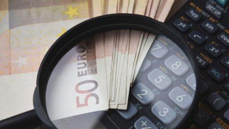 У Німеччині – не більше 15% від пенсії, в Україні – 125%. Скільки платять за комунальні послуги в різних країнах