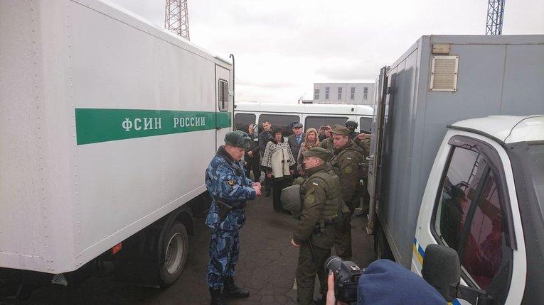 Росія передала Україні 12 в'язнів, засуджених у Криму
