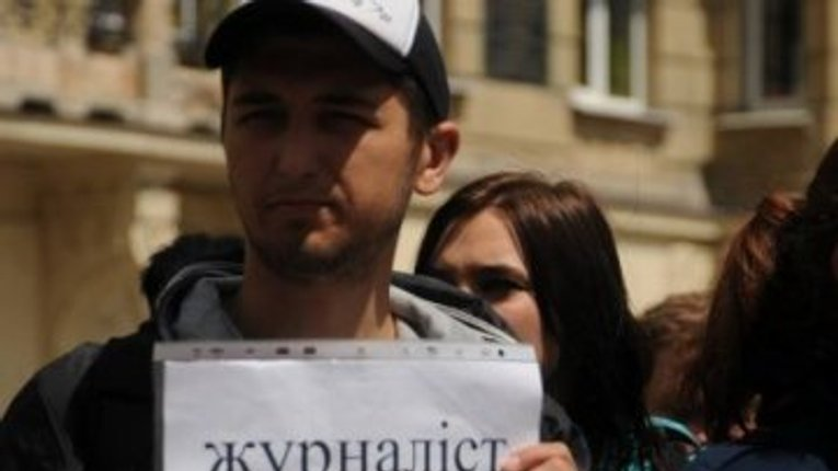 Сюжети про «Арку», нетверезих священників та фотографування депутатів: погрози полтавським журналістам та хто бореться проти цього