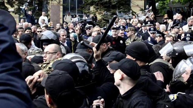 Правохоронці зачищають Україну