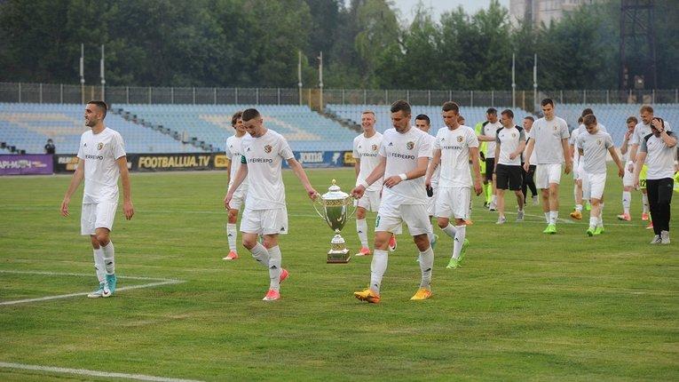 Кубок Престижу, який вчора виборола «Ворскла», повністю скопійований з російського трофею ФНЛ