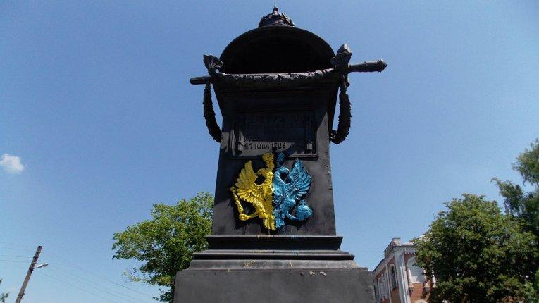 Вандали вдруге розфарбували пам'ятник на місці відпочинку Петра І
