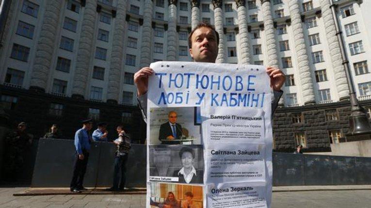 Насіров, нардепи Курячий, Кобцев та Козак утворюють «тютюнове лобі» в Україні