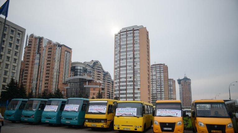 Полтавські ліцензійні перевізники їздитимуть на жовтих номерах