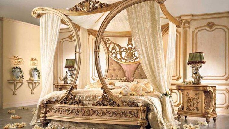 Шоколадне ліжко Порошенко затьмарило золотий унітаз Януковича