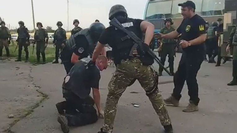 Жителі Бережинок виганяють поліцію і вимагають відставки начальника поліції Кіровоградщини